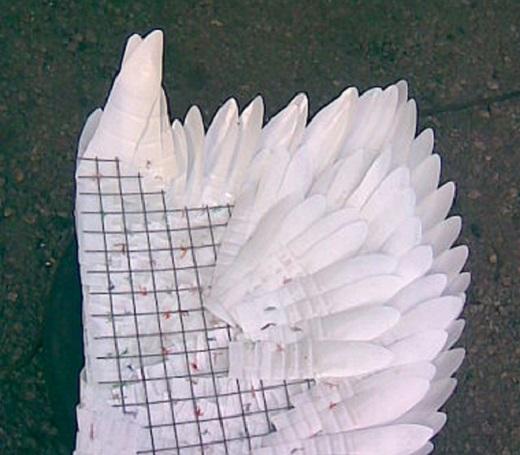 Крыло лебедя из пластиковых бутылок