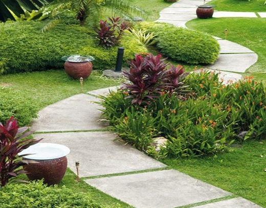 Садовая дорожка из бетона на фото