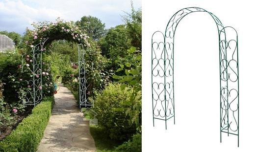 Металлическая арка украшает дорожку в саду