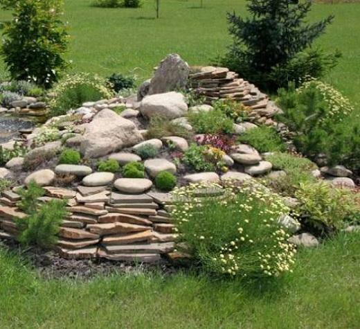 Каменистый сад с горными растениями - необычная композиция для украшения участка