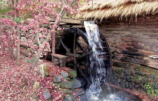 Водяная мельница на даче